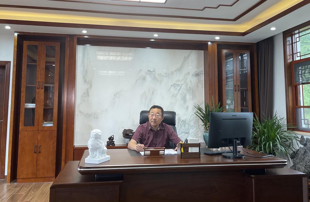 执行会长耿波(千亿体育登录网站万方矿业有限公司董事长)